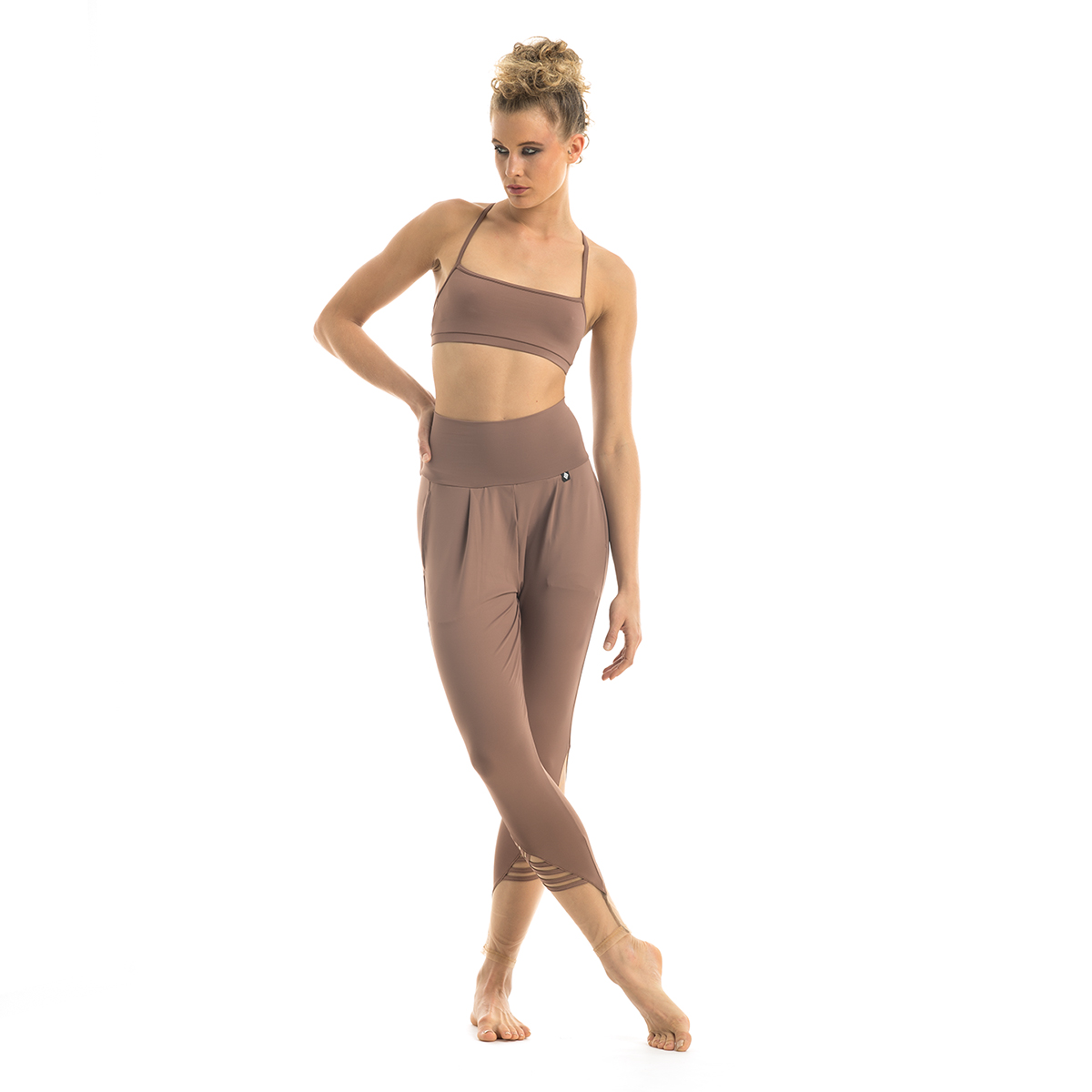 slim-warm-up-pants-nude-no2-set-front.jpg